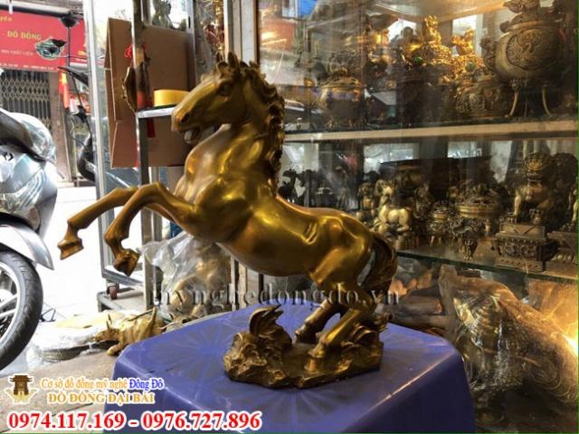 Ý nghĩa tượng 12 con giáp trong phong thủy Tuong-ngua-dong-vang